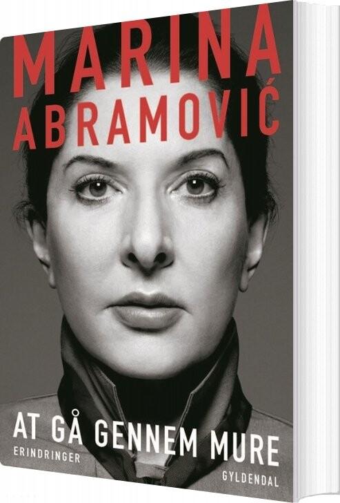 At Gå Gennem Mure - Marina Abramovic - Bog