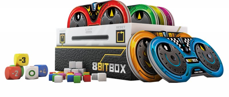 8-bit Box Med Brætspil, Gamepads, Terninger Og Træklodser - Engelsk