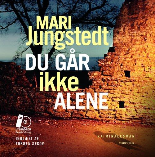 Image of   Du Går Ikke Alene - Mari Jungstedt - Cd Lydbog