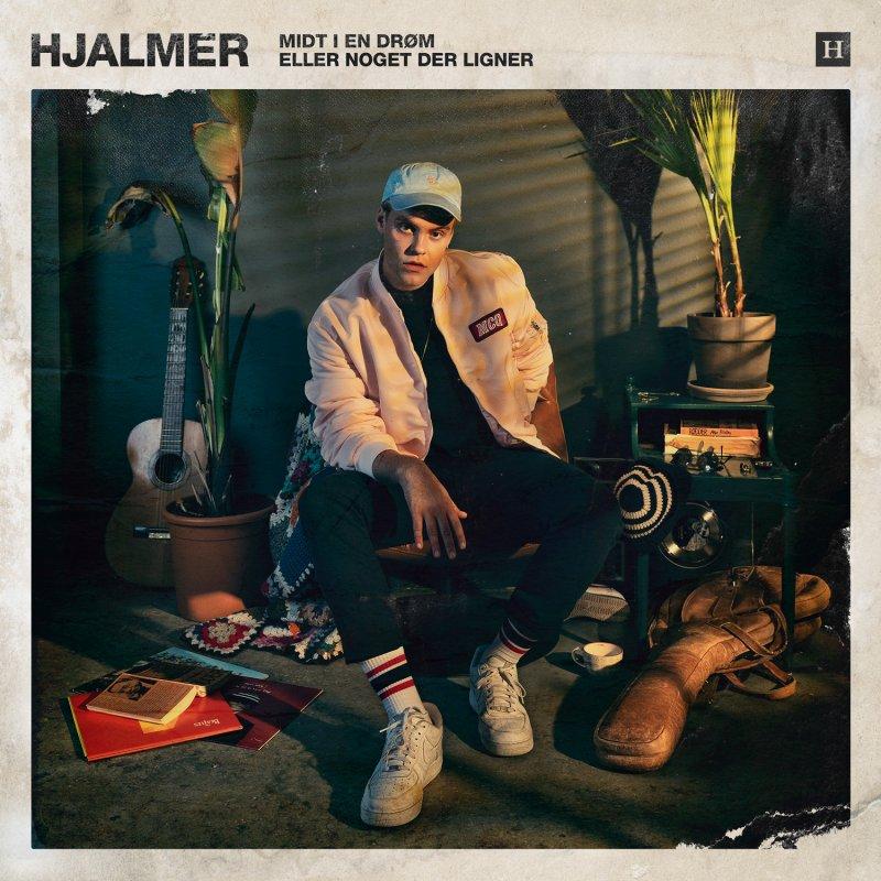 Image of   Hjalmer - Midt I En Drøm Eller Noget Der Ligner - CD