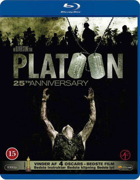 2b0cb40c Chris Taylor (Charlie Sheen) er en ung, naiv amerikaner, som, da han  ankommer til Vietnam, hurtigt opdager, at han ikke blot skal kæmpe mod Viet  Cong, ...