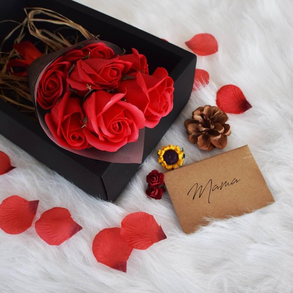 Image of   Røde Roser Af Sæbe I Sort Boks