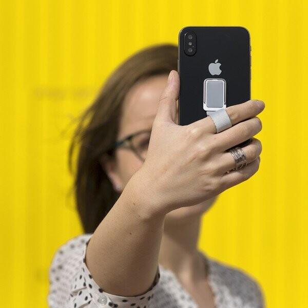Image of   Selvklæbende Mobilholder Med Dobbeltfunktion - Sort
